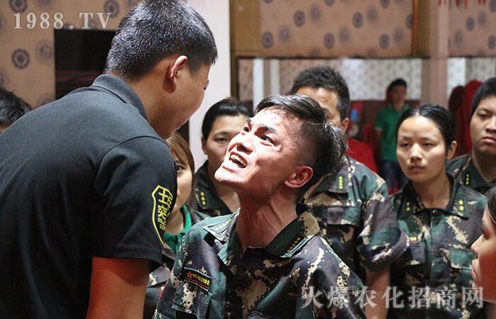 第一次参加室外拓展训练,经历了两天的培训,使自己成长了许多,感触也很多。